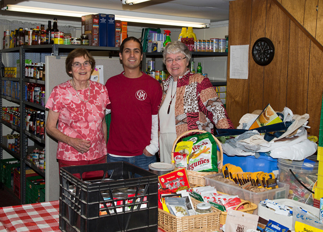 Geranium Home donating to the Food Bank